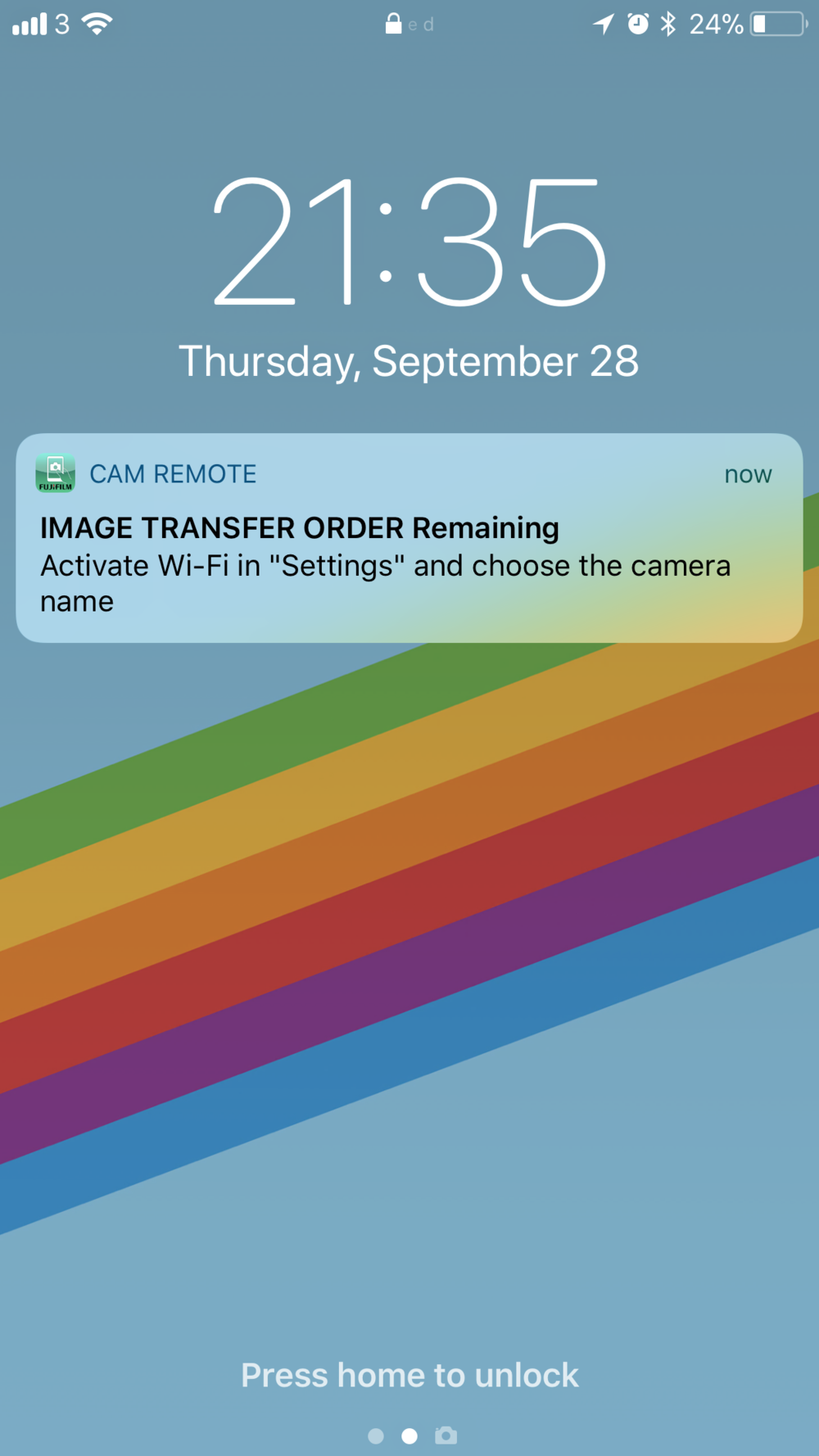 You also get a push notification on your phone reminding you to connect to the camera's wireless network.
